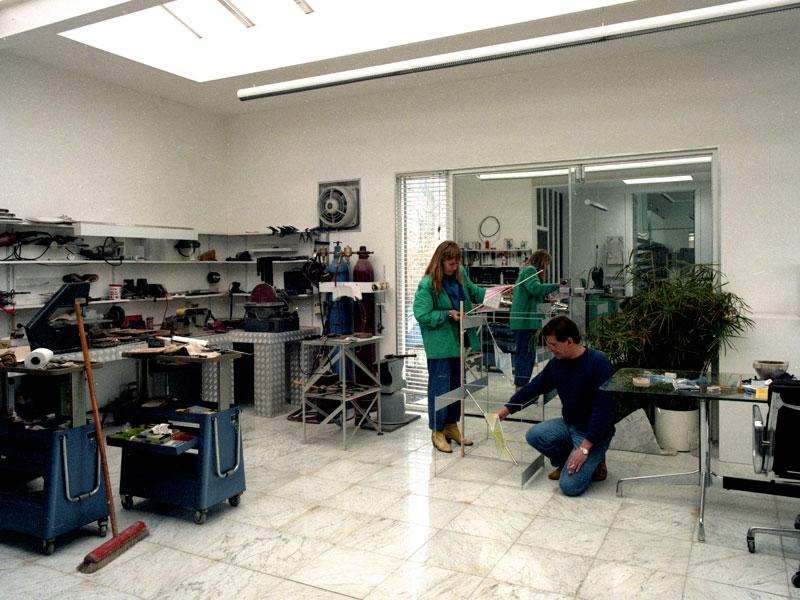 1986-Frans-&-Marja-in-'t-atelier-met-maquette-UALR