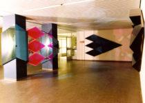 1976  Amsterdam  Vrije Universiteit  spiegelreliëf wanden en kolomsculptuur