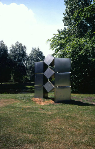 1977  Schakelobject 3  roestvrijstaal sculptuur met plexiglas Amsterdam Buitenveldert