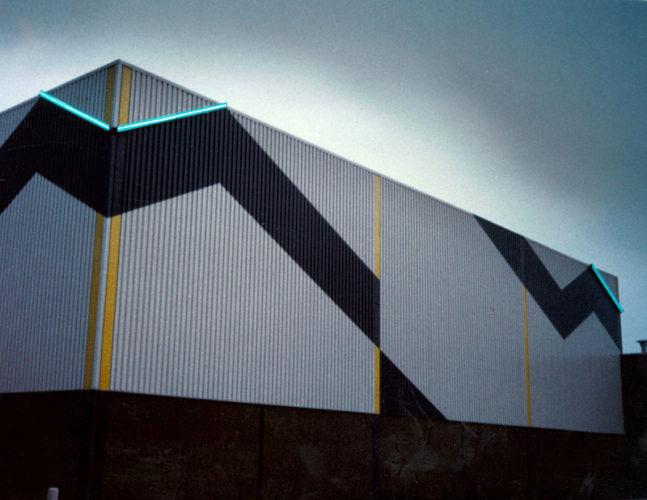 1977 Haarlem Sporthal Schalkwijk neonlijnen en kleurvlakken op de gevels