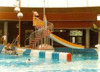 1979   Amsterdam De Mirandabad polyester glijbaan en klimrots