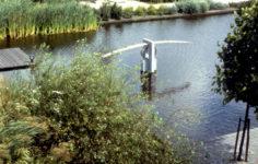 1982  Haarlem  Provinciaal Electriciteitsbedrijf  Noord-Holland sculptuur in de vijver