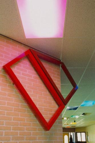 1983  Alkmaar  Kohnstammschool kleur- en lichtobjecten in gangen en trappenhuizen
