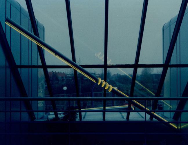 1985  Leiden  Stadsreiniging  lichtobjecten aan de luifel en in de vide