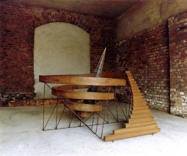 1987 Observatorium ijzersculptuur aangekocht door de Rijksgebouwendienst
