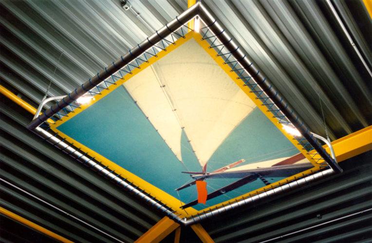1987  Oude-Tonge  mbo-school lichtobjecten in de kantine