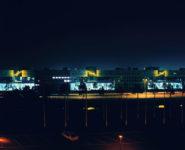 1991 Rijswijk Z.H.  Rijksbedrijvencentrum (RBC)   drie seriële staalconstructies met neonlicht