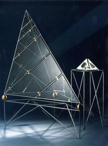 1991  Uithoorn  Sigma Coatings  erezuil bij de Sigma Jaarprijs   staalconstructie met transparant plexiglas