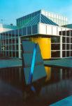 1992  Huizen  bedrjfsgebouw Provinciaal Waterleidingbedrijf Noord-Holland (PWN) sculptuur met neonlicht buiten