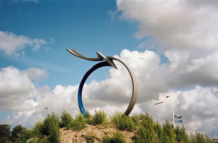 2000  Schagen  kruizing Provincialeweg/ Haringhuizerweg Focus Point  gekleurd staalsculptuur