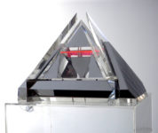 Piramide 4 kleinplastiek verchroomd messing en plexiglas