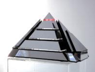 Piramide 6 kleinplastiek verchroomd messing en plexiglas